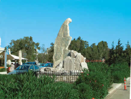 mother_statue_lavrio